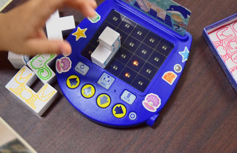3Dかいてんパズルはパズルを光に合わせて正しく置いていくシンプルなゲーム